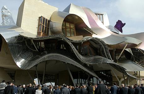 יקב ומלון בצפון ספרד בתכנון פרנק גרי. לא מתעסק בזוויות, אלא ברושם רגשי