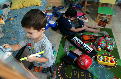 החדר של עידו ואיתי ברנד. משחק חופשי הוא אחד הרכיבים החשובים ביותר של התפתחות ילדים