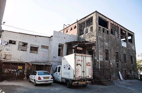 הבניין ליד תחנת הדלק סונול ברחוב הרצל 138 תל אביב