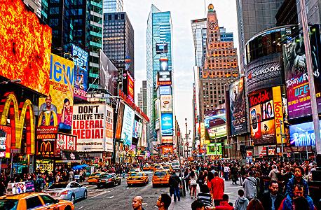"""טיימס סקוור, ניו יורק. """"בעבר היו גורמים שריסנו את ההיגיון הטהור של הקפיטליזם. בעשורים האחרונים נוצר מודל של קפיטליזם פרוע"""""""