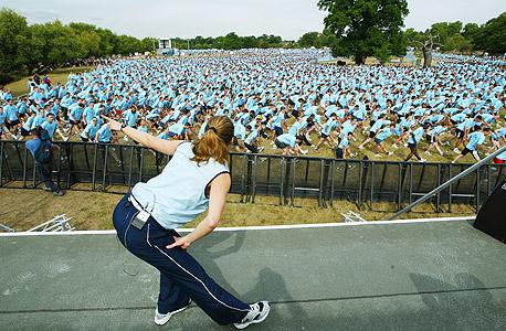 אלפי מתאמנים לקראת מירוץ ברחובות לונדון. הספורט חשוב לבריאות, אבל מתעתע כשמדובר בדיאטה
