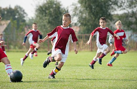 ילדים מתאמנים. שתי הוועדות המליצו להקים בין 300 ל-600 מועדונים חדשים, צילום: שאטרסטוק