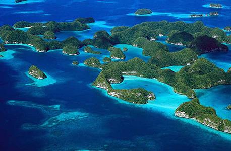"""פָּלָאו. מדינת איים באוקיינוס השקט, כ-500 ק""""מ מזרחית לפיליפינים"""
