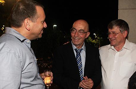 ראובן שיף (מימין), יהודה נסרדישי ואילן לוין