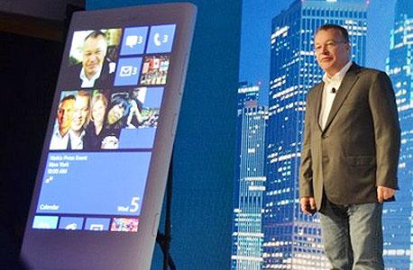 """סטיבן אלופ, מנכ""""ל נוקיה, בחשיפת הנוקיה Lumia 920"""