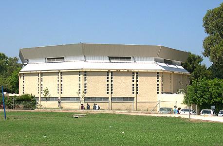 אולם הספורט בקיבוץ שפיים , צילום: אביטל אפרת