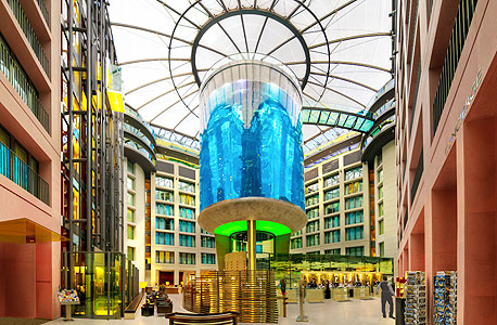 מעליות אקווריום אקוואדום מלון רדיסון בלו ברלין