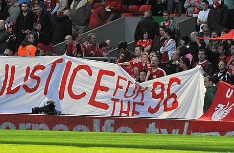 שלט מחאה של אוהדי ליברפול, צילום: איי אף פי