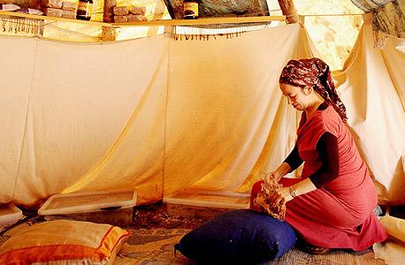 """שפיצר באוהל המכולת. """"זה קואופרטיב"""""""