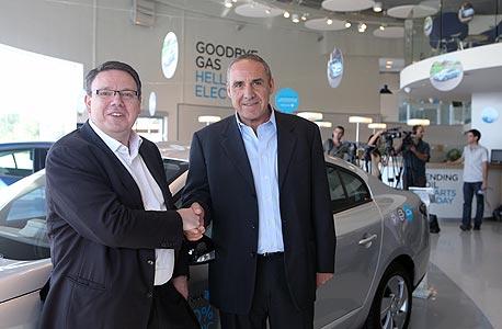 """מנכ""""ל בטר פלייס ישראל משה קפלינסקי (מימין) ומנכ""""ל החברה העולמית אוון ת'ורנלי"""