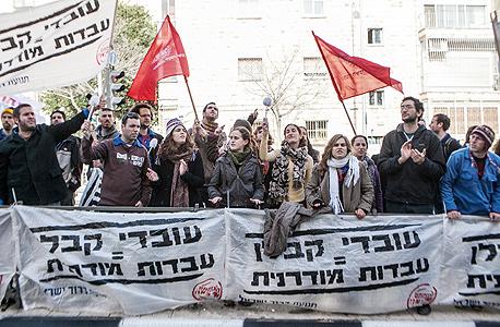 הפגנה למען עובדי קבלן , צילום: נועם מושקוביץ