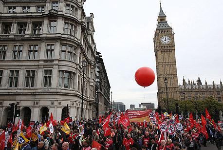 מפגינים בלונדון, היום