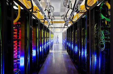 חוות שרתים של גוגל. חשבון החשמל נמדד במיליארדי דולרים