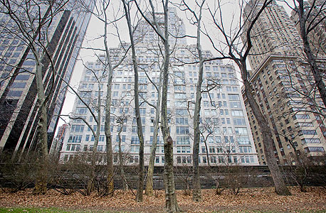 15 סנטרל פארק ווסט, מבט מהפארק. 43 קומות של פינוק בלתי נתפס , צילום: בלומברג