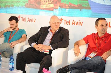 גלעד נוביק, נציג הורייזונס בישראל (במרכז)