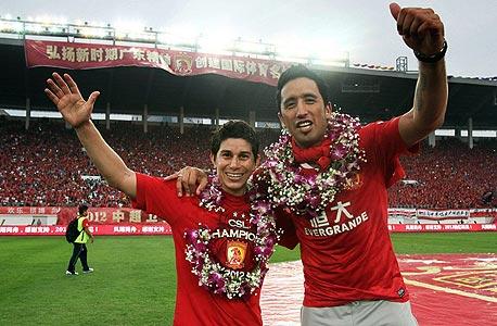 לוקאס באריוס ודריו קונקה מהליגה הסינית. הכסף טוב, הרמה נמוכה, צילום: איי אף פי