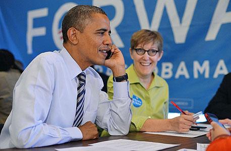 ברק אובמה מתקשר לבוחרים, צילום: איי אף פי