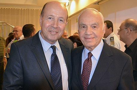"""מורטון מנדל (מימין) יו""""ר קרן מנדל ומשה ויגדור לשעבר מנכ""""ל המל""""ג"""