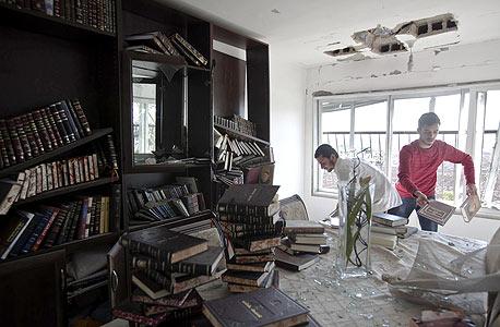 מבצע עמוד ענן. דירה שנפגעה מרקטה בקריית מלאכי , צילום: רויטרס