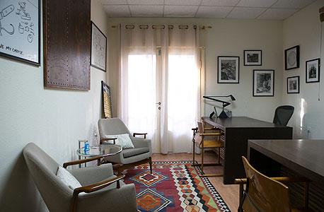 דירת באוהאוס שהוסבה למשרד יוקרתי. אינישיאל קפיטל, צילום: ענר גרין