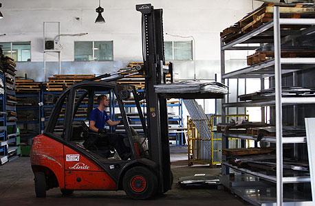 מפעל באשקלון. כאן עובדים בזמן מבצע עמוד ענן, צילום: אוראל כהן