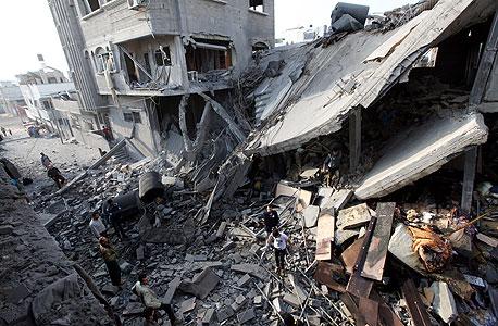 הריסות בעזה לאחר הפצצת חיל האוויר ביום שני