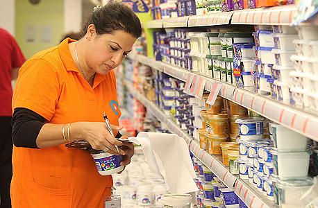 """מוצרי חלב בסניף של מגה (ארכיון). """"ספק דומיננטי לא יהיה צד להסכם שעניינו מתן הטבה"""" , צילום: אוראל כהן"""