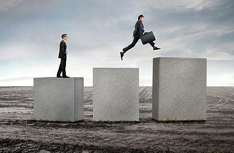 מי מתקדם יותר בעבודה הנחמדים או ה'מניאקים'?