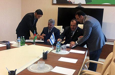 """חתימת הסכם יו""""ר מקורות אלכס ויז'ניצר עם אזרבייג'ן , צילום: איתי בורבא"""