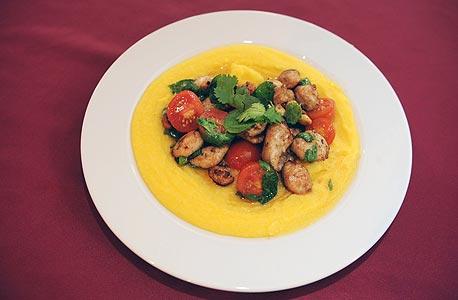 לה טרה פרומסה, גת. 110 שקל לארוחת שלוש מנות (בתצלום: פילה עוף עם ג'ינג'ר, עגבניות שרי וקשיו)