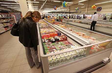 מוצרים בסופרמרקט. קפיצה משמעותית ביוקר המחיה, צילום: אלעד גרשגורן