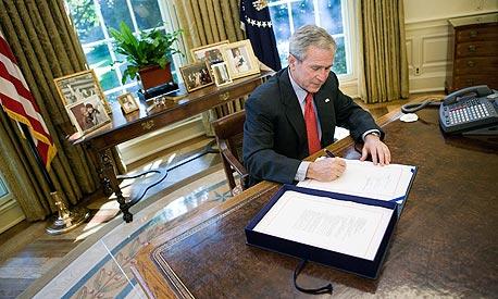 בוש: הממשל ירכוש מניות של בנקים ב-250 מיליארד דולר