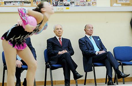 אלכס גלעדי חבר הוועד האולימפי הבינלאומי שמעון פרס נשיא המדינה מתעמלת, צילום: יובל חן
