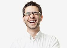 מתי לאחרונה צחקתם מבדיחה? רוב הצחוקים שיוצאים מפינו אינם קשורים להומור. זהו אמצעי פרימיטיבי ליצירת אווירה לא תוקפנית, צילום: שאטרסטוק
