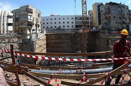 אתר בנייה של מגדל פרישמן 46  ב תל אביב    , צילום: עמית שעל