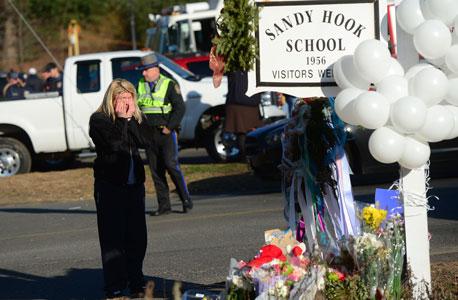 זירת הרצח בניוטאון קונטיקט, צילום: איי אף פי