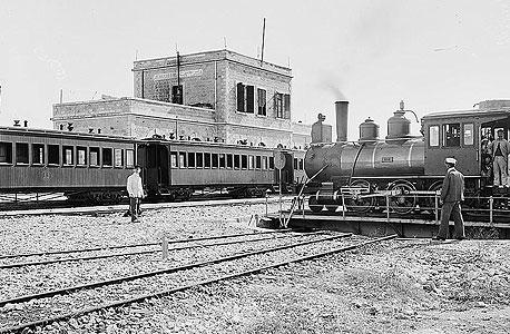 התחנה הראשונה. החלה לפעול ב-1892