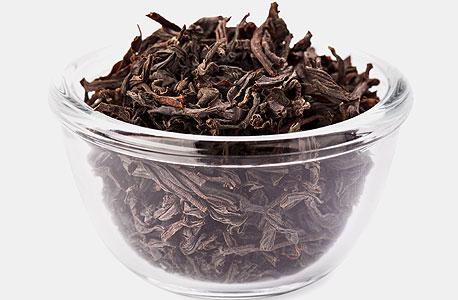 """חליטת תה. """"צרכנים עוברים לתה ארוז וממותג"""", צילום: שאטרסטוק"""