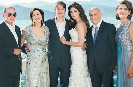 אמה וסם גאזל, בתם לינה, דניאל עופר והוריו מרילין ואיל בחתונתם של לינה ודניאל. כל הילדים בעסקים