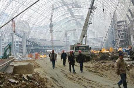 אתר בנייה בסין. סיימה את השנה עם עודף מסחרי של 727 מיליארד דולר