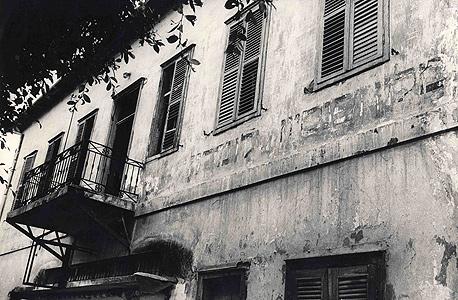 הבניין עזוב לפני שנים רבות