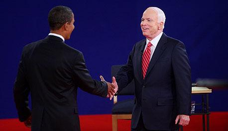 ג'ון מקיין ברק אובמה בעימות, צילום: בלומברג