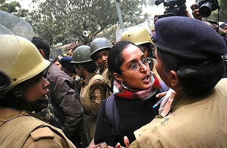 מחאה בהודו נגד אונס נשים במדינה