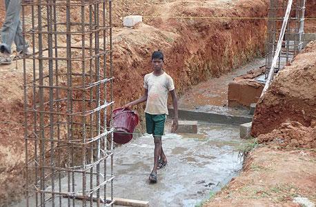 אתר בנייה של לוינשטיין במייסור הודו