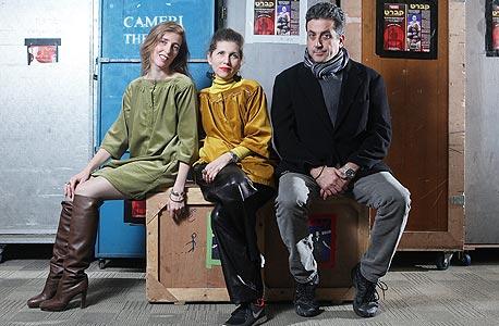 נוי, מור ופרימק מאחורי הקלעים בקאמרי, צילום: אוראל כהן