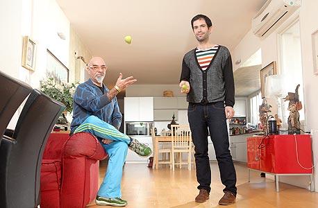 (מימין) ארמה ואהרוני. התנסו עם בצק עלים, צילום: אוראל כהן