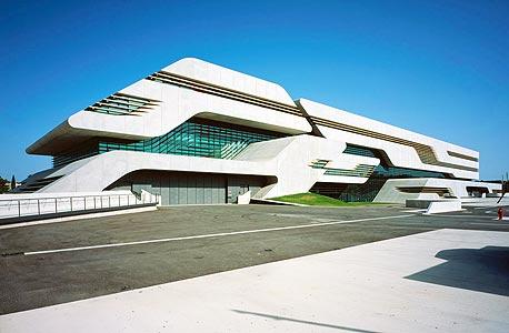 """""""פיירוויב"""" בתכנונה של זאהה חדיד. 80 אלף טונות של בטון וזכוכית בעלות של 140 מיליון יורו, צילום: הלן בינט"""