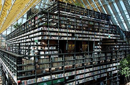 """""""הר הספר"""". חדר הקריאה ממוקם בקומה העליונה וכולל נוף פנורמי של העיר, צילום: ירואן מוש"""