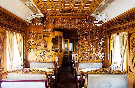 """מתוך """"לואי ויטון אקספרס"""", שיתוף פעולה מסחרי שבו יצר סלבי יומן מסע של 12 ימים ברכבת מפריז לשנגחאי"""