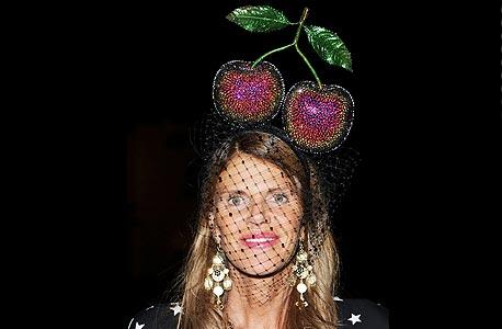 """אנה דלו רוסו בכובע של פירס אטקינסון. """"מעורר השראה"""", צילום: אימג"""